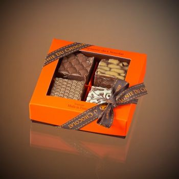 Box of 4 assorted milk chocolate fudge squares - 140 grs