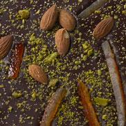 Chocolat noir aux amandes, pistaches et oranges confites